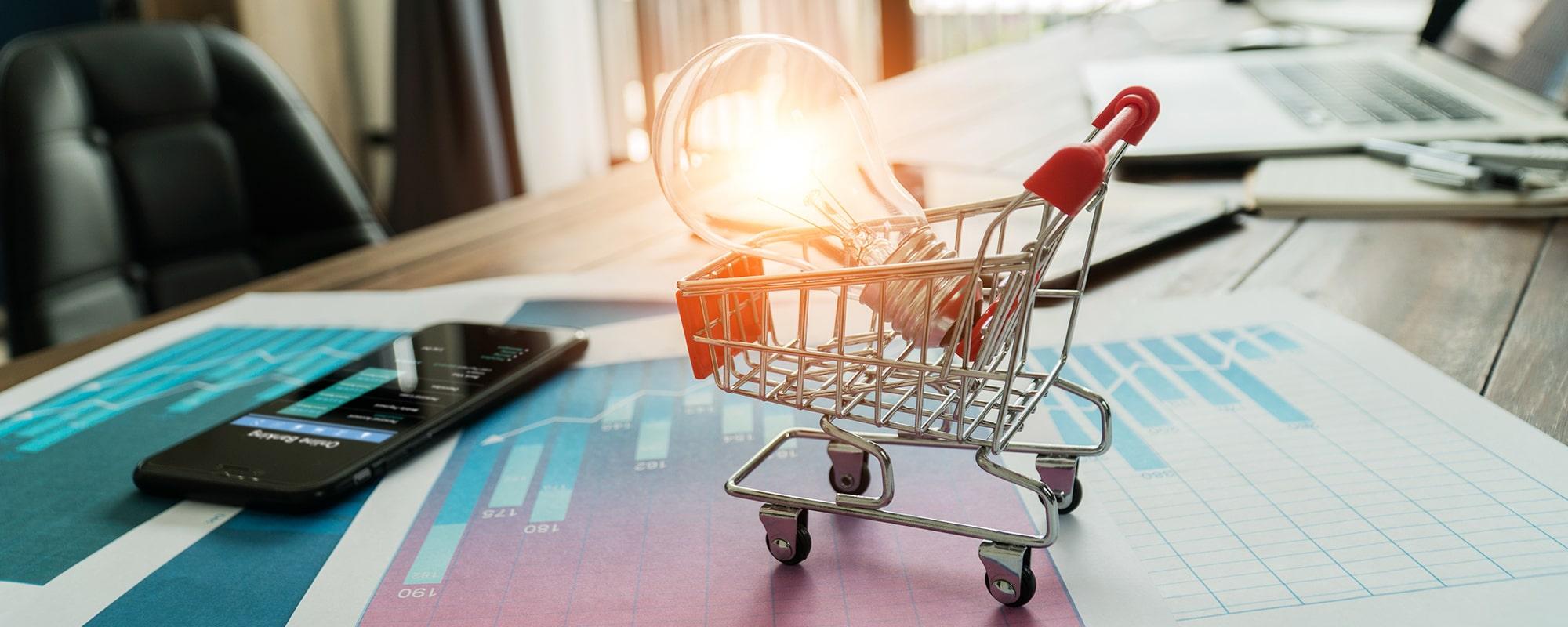 Glühbirne im Einkaufswagen Online-Shop